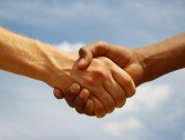 Conheça os tipos de aperto de mão!