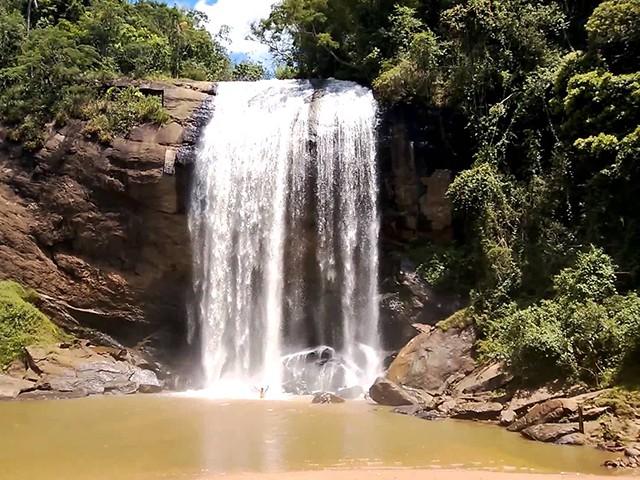 Visite a Cachoeira Grande em Lagoinha - SP