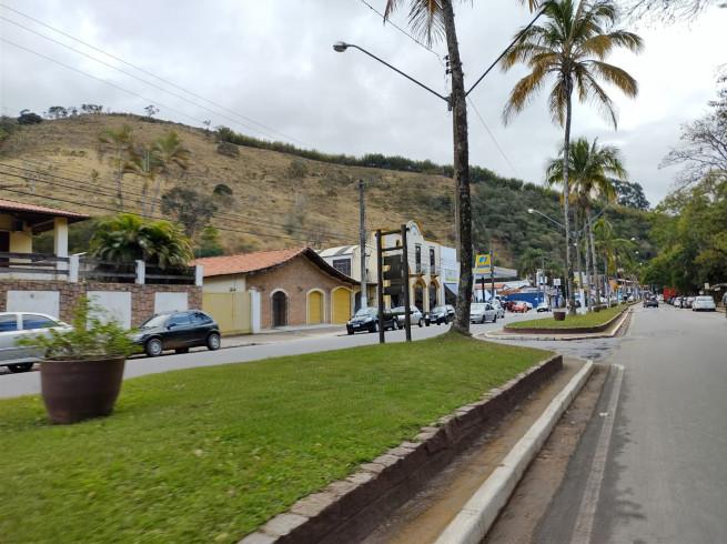 Canteiros adotados na Av. São José dos Campos