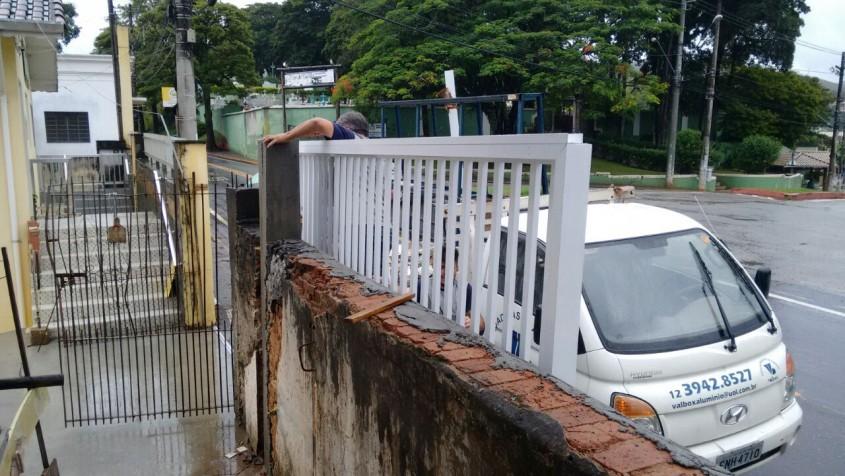 Instalção do Portão Lar Vicentino Paraibuna