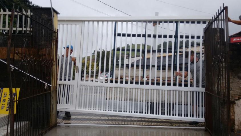 Instalação do Portão Lar Vicentino Paraibuna
