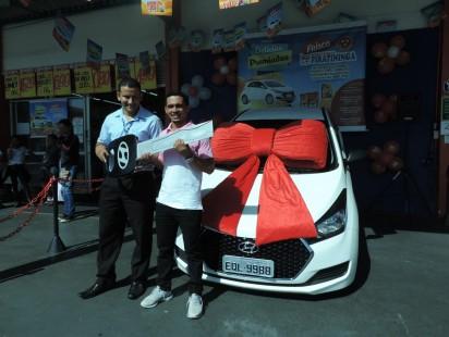 Ganhador da Promoção Delícias Premiadas recebe as chaves do carro!