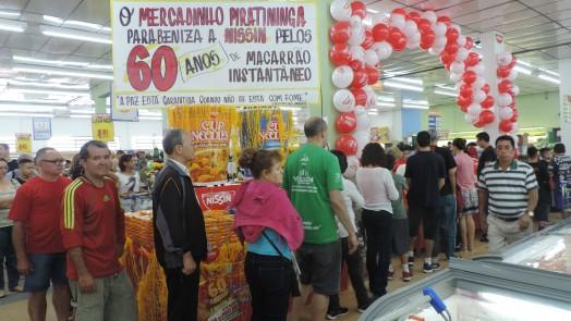 Mercadinho Piratininga comemora os 60 Anos do Macarrão Instantâneo!