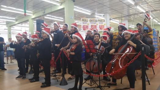 Orquestra Luzes da Ribalta se apresenta no Mercadinho Piratininga!