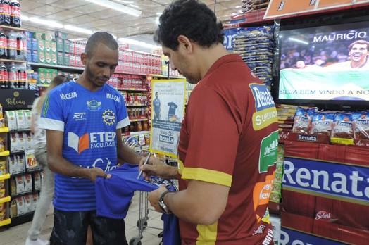 Ex-Jogador da Seleção Brasileira de Vôlei e embaixador do time de Vôlei Renata visita loja do Jardim Paulista!