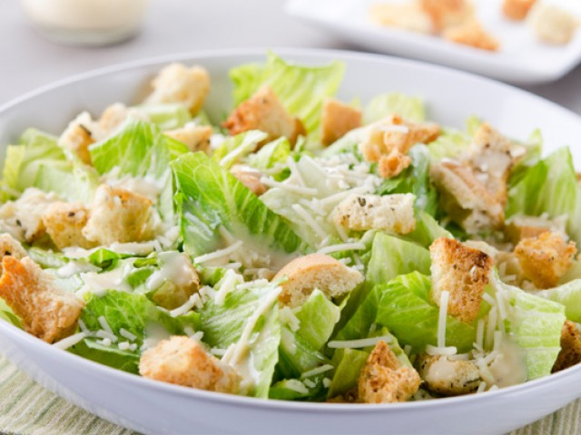 Aprenda a fazer a clássica salada Caesar!